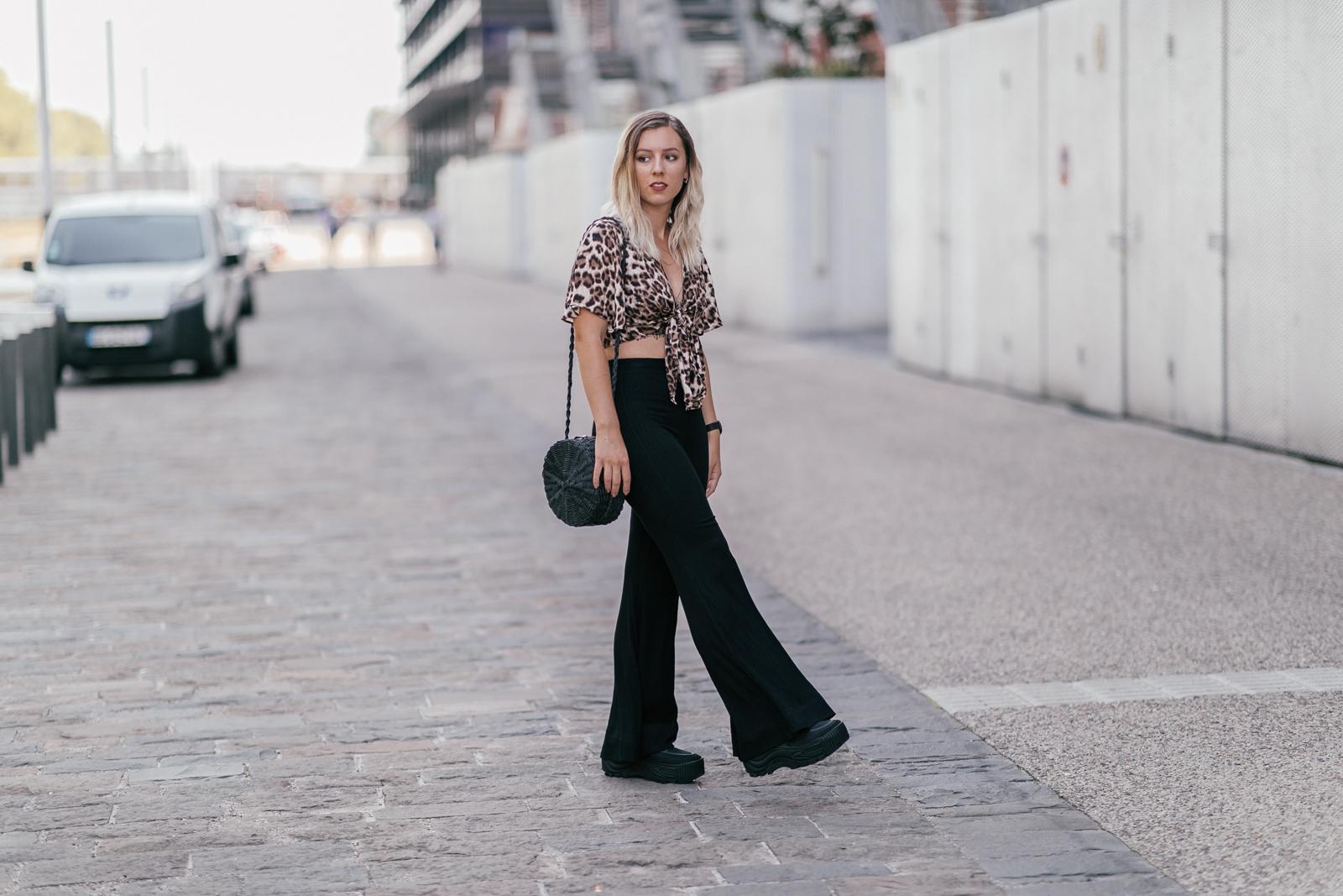 Léopard et pantalon pattes d'eph