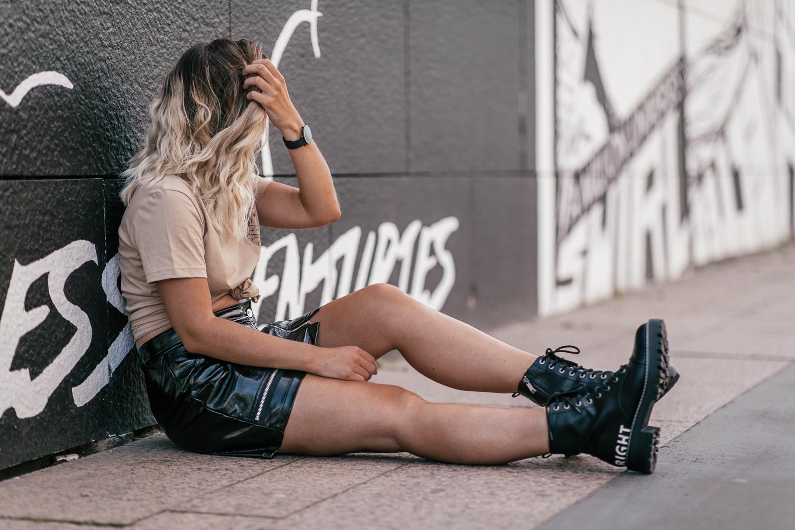 tenue jupe vinyle